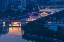 城市金色河流
