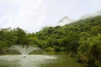 贵州天星桥云雾中的天星湖