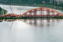 建设中的桥梁