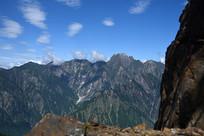 彭州九峰之朱雀峰悬崖边望远山