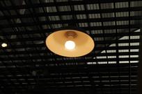 一盏发光的灯光