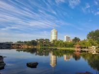 早起的公园清晨湖面