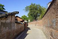 老成都红砖砖墙围墙和老房子