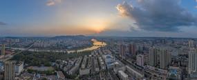 鸟瞰美丽的城市日落