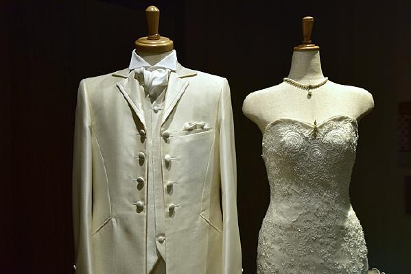 白色的男女礼服