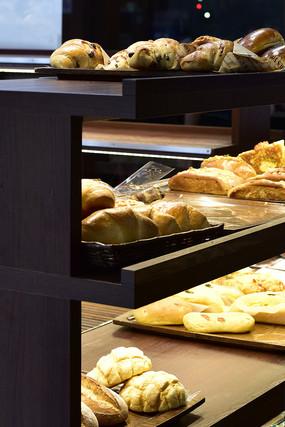 面包店的货架