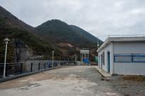千丈岩电站水库大坝上的建筑