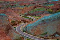群山中的公路