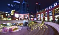 夜幕下的上海九六广场