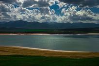 波光粼粼的鸾鸟湖