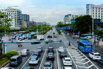 城市交通车流信号灯路口