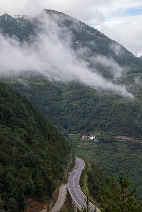青山和烟云