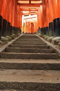 日本京都伏见稻荷大社千本鸟居阶梯