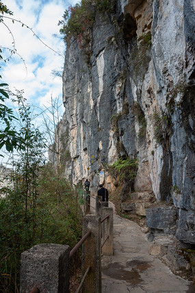 重庆奉节小寨天坑的悬崖绝壁