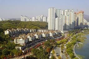 韩国水原光教湖畔的高档住宅区