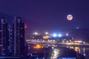 月圆之夜的信阳