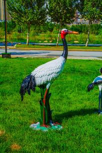 一只丹顶鹤右侧雕像