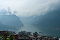 云雾缭绕的巫峡口风光