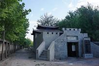 绿树中的庙宇建筑