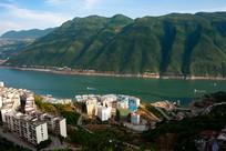 巫山山脉和巫山县城一角
