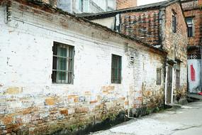 红墙老屋子