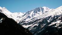 白茫茫的雪山