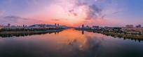 城市一河两岸日落风光宽幅大图