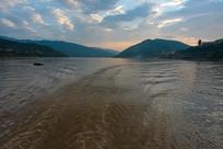 长江三峡水库美丽的傍晚