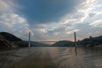 傍晚的奉节长江大桥