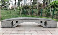 公园里的石桥模型