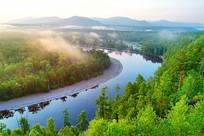 大兴安岭森林河晨雾朝阳