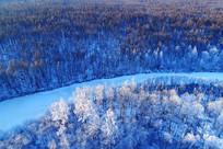 大兴安岭原始森林冰封河流