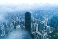 晨雾中的广州国际金融中心
