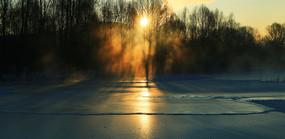 大兴安岭冰封河流暖阳