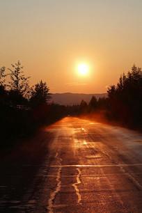 大兴安岭森林公路日落风景