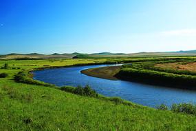 绿色牧场蓝色河流