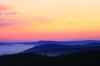 山峦朝阳晨光