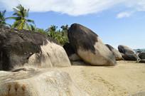 三亚天涯海角海滩礁石风光图