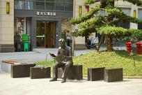 长沙城市雕塑-读报青年塑像