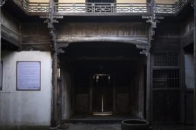 老建筑木门