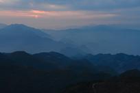 重庆巫山梨子坪峰峦叠嶂夕阳美景
