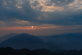 重庆巫山梨子坪太阳西下