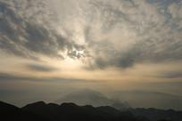 重庆巫山梨子坪透光的天空