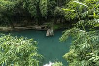 溪边竹林乌蓬船美景
