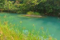 贵州小七孔清澈溪流