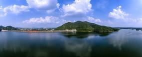 宽幅蓝天白云湖光山色摄影图
