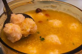 金汤小米炖虾滑