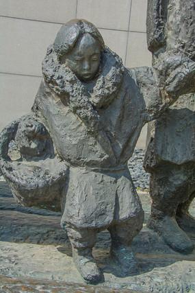 九一八事变后逃难中的女孩雕像