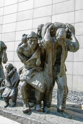 九一八事变后一家老小逃难雕像