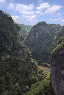 绍兴穿岩十九峰景区的千丈幽谷